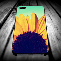 Sunflower Cute Flower Tumblr Inspired Blue Ombre for iPhone 4/4s/5/5s/5c/6/6 Plus Case, Samsung Galaxy S3/S4/S5/Note 3/4 Case, iPod 4/5 Case, HtC One M7 M8 and Nexus Case **
