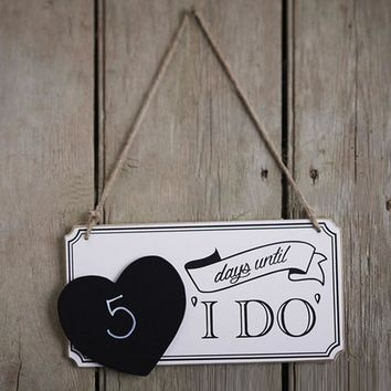 "Romantic Days Until ""I DO"" Wood Board Wedding Sign Blackboard with Heart-Shaped Hanging Plaque Gifts Marriage Party Supplies"