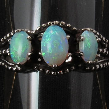 Vintage 10kt white gold opal ring