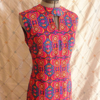ON SALE 60s Dress // Maxi Dress // Vintage 1960s Red Blue Pink Heart Paisley Print Maxi Dress with Keyhole Collar Size L