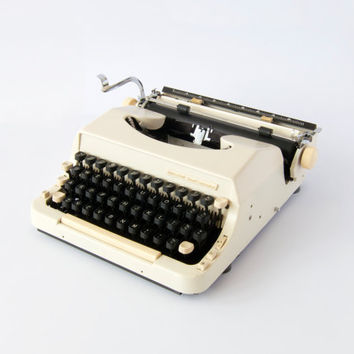Vintage 1960s Portable Imperial Good Companion Model 7 Typewriter. Fully Working, Includes Leather Carry Case.