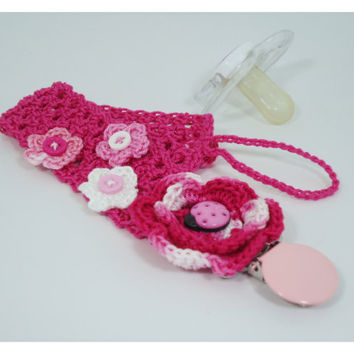 Baby crochet pacifier clip, binky clip, baby acessories, fashion baby, baby girl acessories with lady bug application