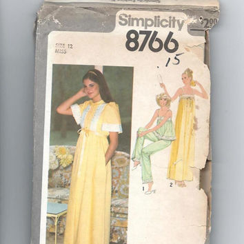 Nightgown, Pajamas & Robe Sewing Pattern, Size 12, Bust 34: Uncut Simplicity Pattern 8766