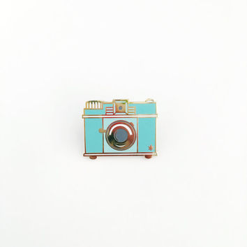 Retro Camera // cloisonné, hard enamel, pin badge, enamel pin, lapel pin