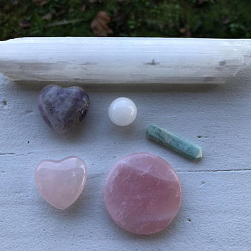 LOVE CRYSTALS SET Inc. Rose Quartz Heart, Amethyst Heart, Selenite, Rose Quartz Palm Stone, Amazonite Point and Moonstone Sphere. Valentine
