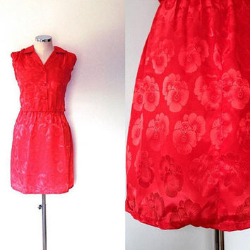 Scarlet red floral shift dress / glossy silk / vintage / retro / 1950s style / sleeveless / collar / button up / slouchy / red shirt dress