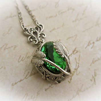 Vintage Green Czech Glass Necklace Peridot