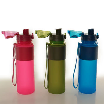 Eco-Friendly Collapsible Water Bottle (22oz) BPA free silicone, lightweight, foldable & space-saving
