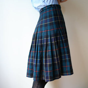Vintage Tartan Kilt // High Waisted Green Plaid Pleated Skirt // Size 6 // Adjustable
