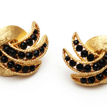 Crown Trifari leaf  Earrings Black rhinestone  gold plated Swirl    mid Century Clip on earring
