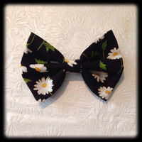 Beautiful Black and White Daisy Bow by RachellesBows on Etsy