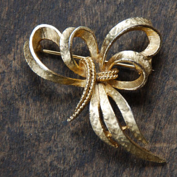 Vintage ART Ribbon Bow Brooch Art Deco Style Textured Gold Tone 1960's // Vintage Designer Costume Jewelry