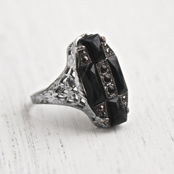 Antique Art Deco Filigree Ring - Onyx Black Glass Stone 1920s Size 5 1/2 Signed Uncas Silver Tone Statement Costume Jewelry / Dark Facets