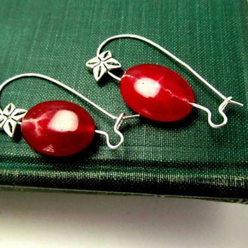 Christmas Red Earrings, Dangled Earrings, Glass Bead Earrings, Holiday Earrings, Minimalist Jewelry, Modern Earrings, Red Earrings, Trendy