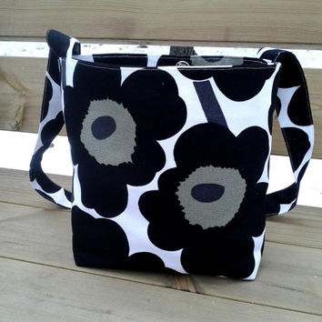 Marimekko cross body bag, messenger bag, canvas bag, magnetic closure, Scandinavian design, Black Unikko