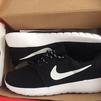Mens Nike Roshe Run Black/White size 10