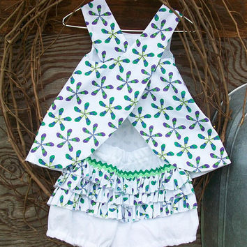 Baby dress with  bloomers size 6 to 9 months (12,18months)  reversible for Spring.