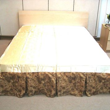 """DaDa Bedding Coffee Blossoms Floral Dust Ruffle Pleated Bed Skirt - 14"""" Drop (BS-BM6118L-1)"""