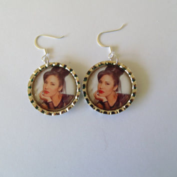 Selena Quintanilla / Selena Quintanilla earrings / Bottlecap earrings / Fish hook earrings / cute earrings / earrings / selena perez