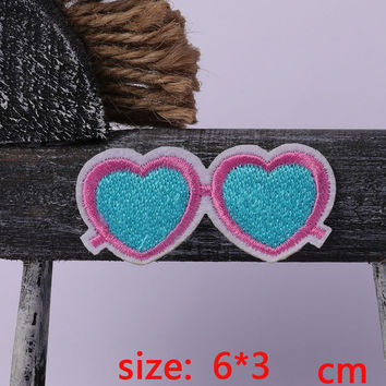 2016year New arrival 1PC Heart-Shaped Glasses Iron On Embroidered Patch For Cloth Cartoon Badge Garment Appliques DIY Accessory