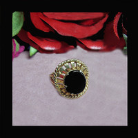 14K Gold onyx ring perfect for a lovely lady. Stamped 14K