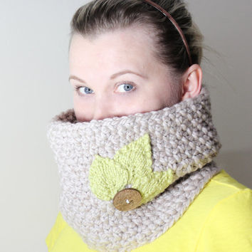 Chunky crochet cowl with knitted leaves and a wooden button, Cream color super soft chunky wool blend yarn, MADE TO ORDER