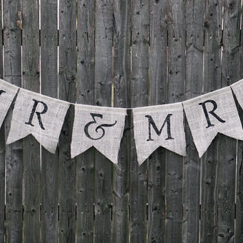 Mr. & Mrs. Burlap Wedding Banner / Wedding Garland / Wedding Photo Prop / Rustic Wedding Decor / Wedding Bunting / Wedding Sign