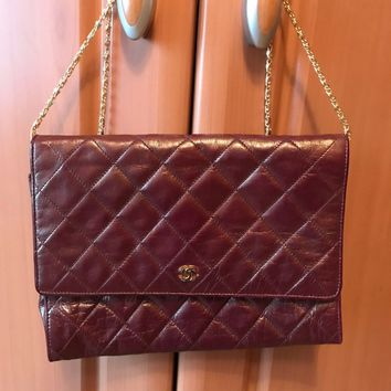 VINTAGE CHANEL BURGUNDY RED LEATHER GOLD CHAIN EVENING CLUTCH BAG