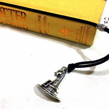 Wizard's Hat Bookmark: suede cord with magical hat charm (adjustable & no-slip)