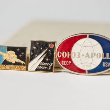 Soviet space programs Mars 2\Mars3 pins, Apollo–Soyuz Test spaceflight badge, Voskhod 2 Soviet space mission, rare space pins set 3 gift him