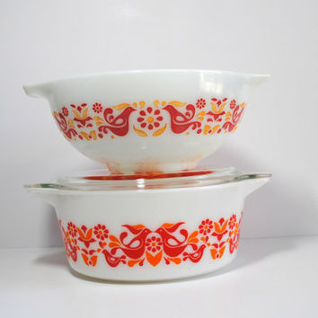 PYREX FRIENDSHIP Casserole and Cinderella Bowl - Pennsylvania Dutch, Red Rooster (500.14)