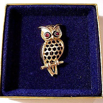 Red Eye Owl Bird Pin Brooch Gold Tone Vintage Open Body Design Round Lucite Beads
