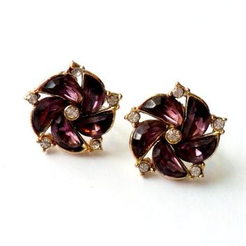 Amethyst Purple Rhinestone Earrings - Vintage Screw Back - Flower Earrings - Gold Tone Metal - 1940s 1950s Style - Glass Stone