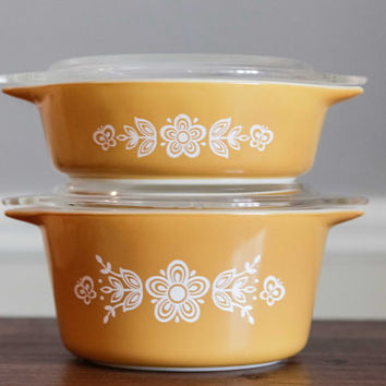 "Set of 2 Vintage Pyrex ""Butterfly Gold"" Cinderella Casserole Dishes with Clear Glass Lids 
