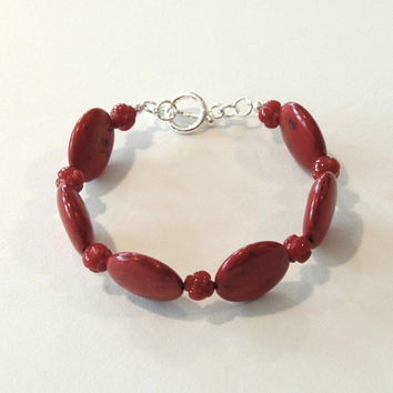 Bracelet with 20mm red flat rounds and silver toggle clasp