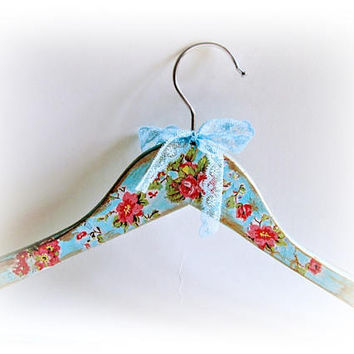 Personalized Hanger Floral Bridesmaid Hanger  Shabby chic Hanger Bride Hanger Dress Hanger Maid of Honor Gift Bridal Shower Wedding Hanger