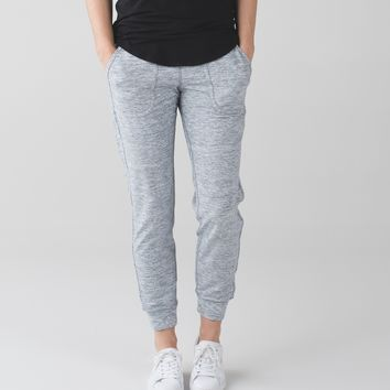 comfy as sweat pant | yoga & running pants | lululemon athletica