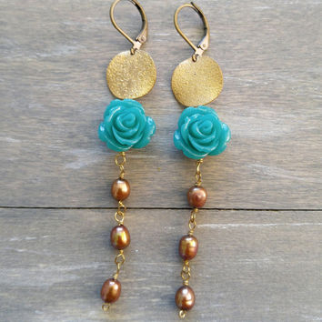 Gold coin flower drop earrings, Long pearl dangle earrings, Gold coin earrings, boho dangle earrings, green flower pearl earrings, bohemian