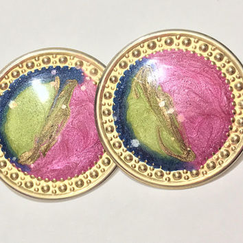 Unique Pink Blue and Green Enamel Disc Earrings / Round Flat Gold Tone Earrings / Multicolored Swirl Enamel / Vintage 80s Post Back Earrings