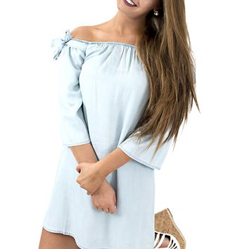 Women's Cupcakes and Cashmere Dora Chambray Shift Dress