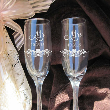 Etched Roses Heart Swirls, Champagne Flutes, Etched Wedding Glasses, Bride and Groom Glasses, Mr and Mrs Flutes, Personalized Wedding Gift