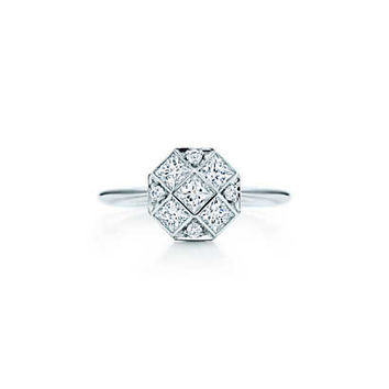 Tiffany & Co. - Mosaic ring in platinum with diamonds.