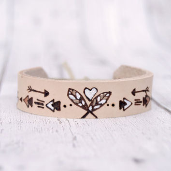 Tribal leather bracelet for her // Boho leather bracelet // Arrows leather cuff // Best friend gift // Pyrography art // Girlfriend gift