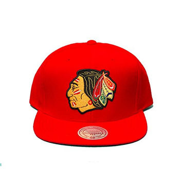 Mitchell & Ness Nhl Chicago Blackhawks Core Logo Solid Snapback In Red