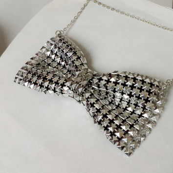 Silver mesh chainmaille bow necklace, bow necklace, chainmaille necklace, silver necklace, fun jewelry, gifts for her, spring trends, bows