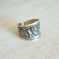 Tibetan Filigree Ring // Boho Ethnic Silver Amulet Band Ring // Gypsy Bohemian Jewelry