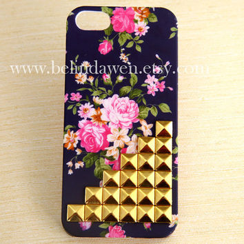 Iphone 5 Case, studded iphone 5 case, studded Iphone case, floral Iphone 5 Hard Case, vintage style