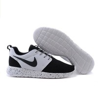 Nike roshe run couple light sports leisure net surface breathable Olympic running shoes Black-toe cap (white starry sky soles)