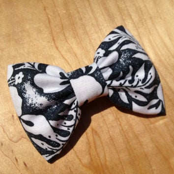 Beautiful Hawaiian hair bow for your summer at the beach.  perfect hair clip/barrette for girl, teen or mom