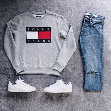 DCCKUN2 Tommy Jeans For UO 90s Pullover Sweatshirt - Urban Outfitters